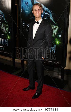 LOS ANGELES - 31 de janeiro: Rhys Wakefield chega na estréia de