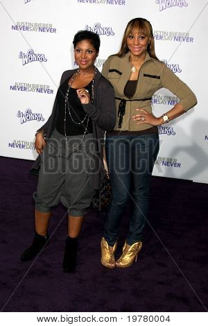 LOS ANGELES - FEB 8:  Toni Braxton & sister arrive at the