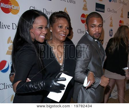 LOS ANGELES - FEB 12:  Dionne Warwick arrives at the 2011 Pre-GRAMMY Gala And Salute To Industry Icons  at Beverly Hilton Hotel on February 12, 2011 in Beverly Hills, CA