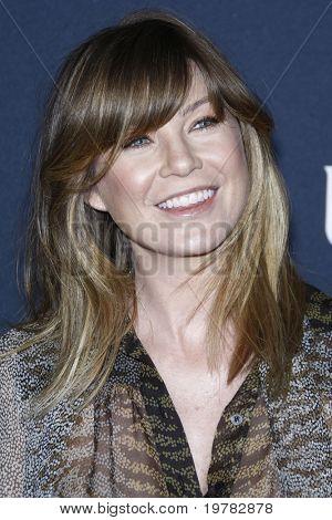 LOS ANGELES - 12 de FEB: Ellen Pompeo llega a la Gucci y RocNation Pre-GRAMMY Brunch en Soho Hou