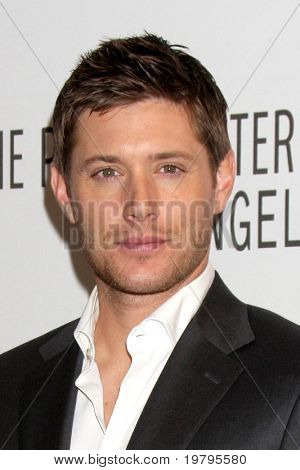 "LOS ANGELES - MAR 13: Jensen Ackles kommt bei der ""Supernatural"" PaleyFest 2011 Saban Theater o"