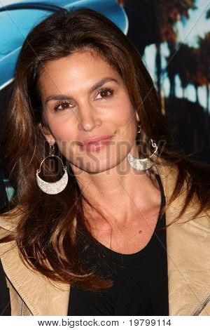 LOS ANGELES - MAR 22:  Cindy Crawford arrives at the HBO's