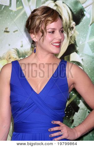 LOS ANGELES - MAR 23:  Abbie Cornish arrives at the