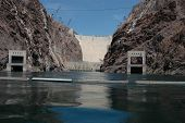 Image of hoover dam from the river below.