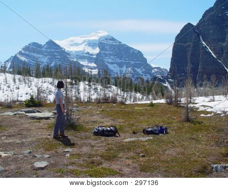 Frau Wanderer die Landschaft genießen