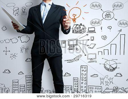empresario con marcador escribir algo