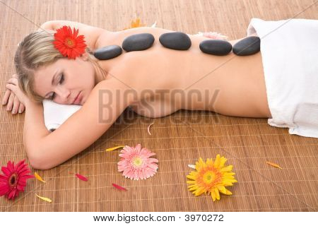 Belleza en el masaje Lastone