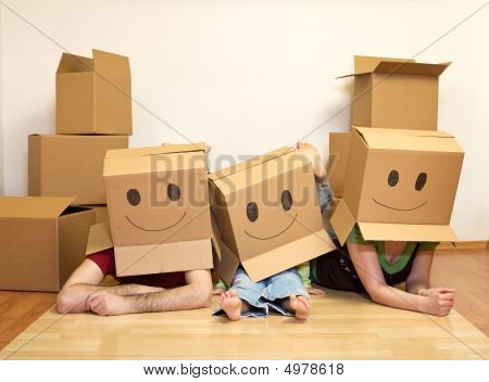 Smiley Moving Family - Couple With A Kid