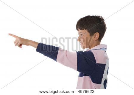 Menino feliz, apontando com o dedo