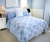 Постер, плакат: Красивые светло синяя спальня