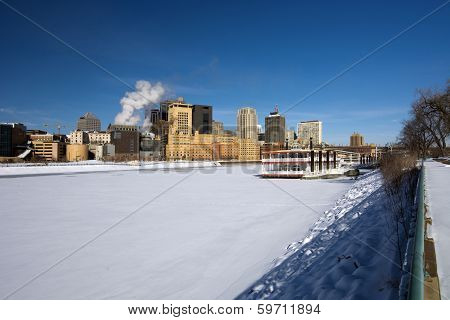 Snow and ice covered Mississippi River with Saint Paul skyline, Minnesota, USA