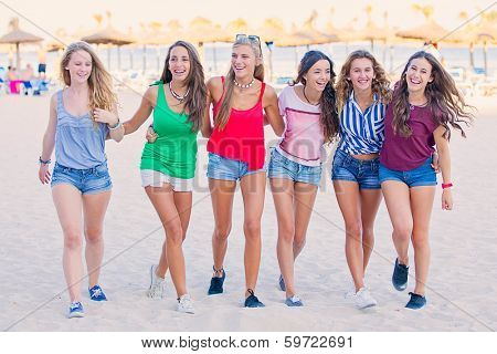group of teens in spring break vacation