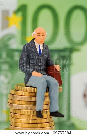 pensioners sitting on money stack, symbol photo for pension, retirement, old-age security