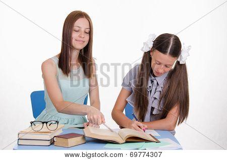 Tutor Explains The Girl Move Solving