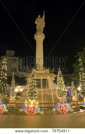 Columbus Plaza At Christmas