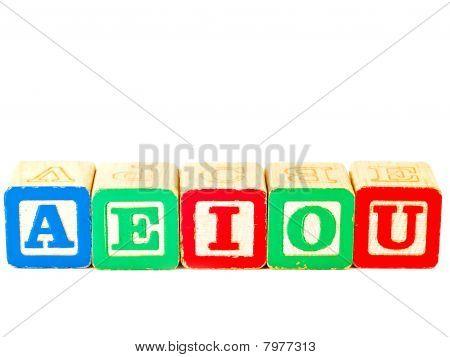 colorful Alphabet Blöcke mit allen die Vokale
