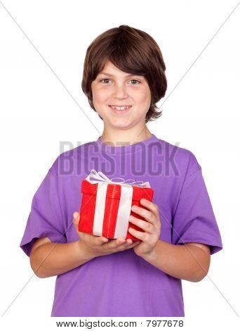 Muchacho con un regalo