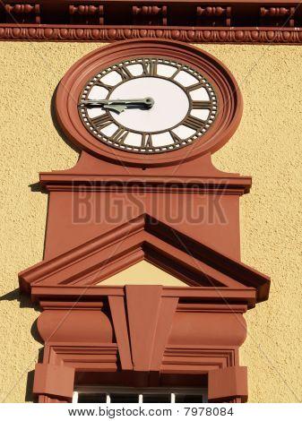 Clock face on exterior deco building.