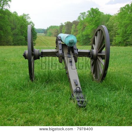 Lone Cannon looking over Battlefield