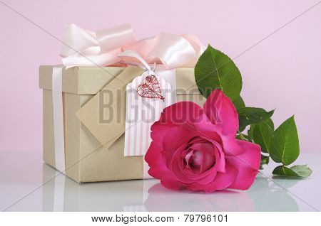 Beautiful Classic Kraft Paper Cardboard Gift Box With Pale Pink Ribbon And Rose
