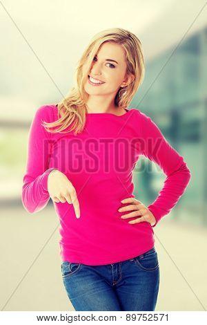 Casual happy woman presenting a copyspace.