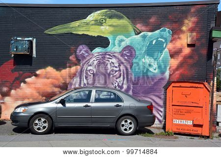 Street art grizzly bear, tiger, heron