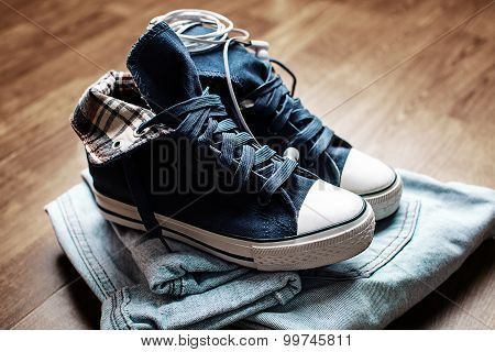 Fashionable Denim Sneakers