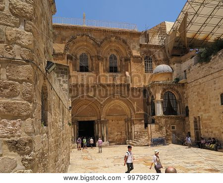 Jerusalem, Israel - July 13, 2015: People At The Entrance To The Church Of The Holy Sepulchre.