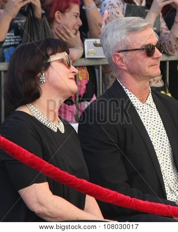 LOS ANGELES - NOV 12:  Marcia Gresham, Alan Radcliffe - Daniel's parents at the Daniel Radcliffe Hollywood Walk of Fame Ceremony at the Hollywood Walk of Fame on November 12, 2015 in Los Angeles, CA