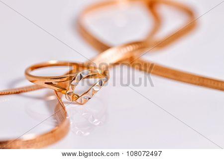 Elegant Gold Amid Gold Snake Chain Weave