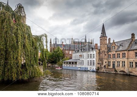 BRUGES, BELGIUM - OCTOBER 28, 2013: Buildings On Canal In Brugges, Belgium
