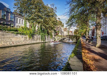 BRUGES, BELGIUM - OCTOBER 28, 2013: Autumn scene in Bruges canal,  Belgium