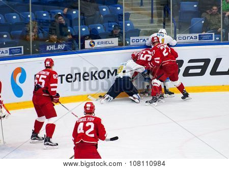 N. Dawes (9) And I. Golovkov (52) Fight