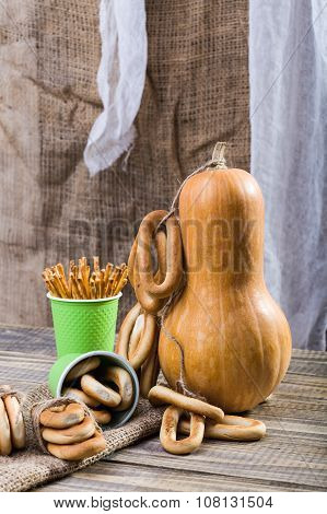 Gourd With Cracknels And Straws