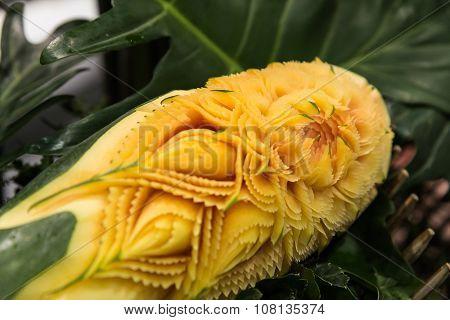 Papaya carving craft.