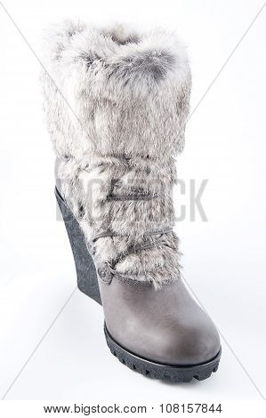 Women's Shoes On A High Platform Sole With Fur Trim..