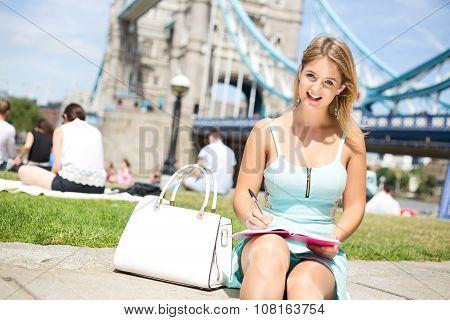 girl at tower bridge