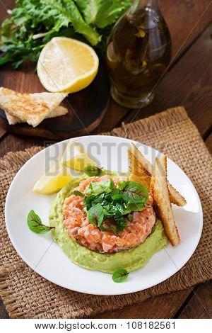 Salmon Tartare with avocado mousse