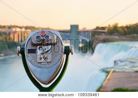 Binocular overlook American Falls in the morning