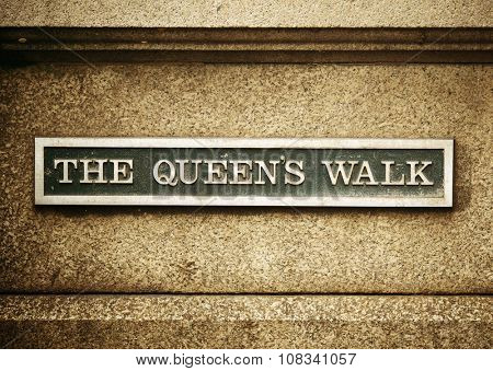 The Queens Walk road sign in London Street.