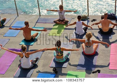 Yoga By The Sea Bondi Australia