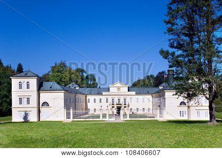 Empire Castle And Gardens Kynzvart Near Marianske Lazne, W