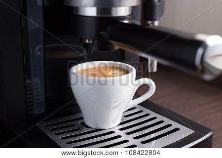 Domestic Coffee Machine Makes Espresso