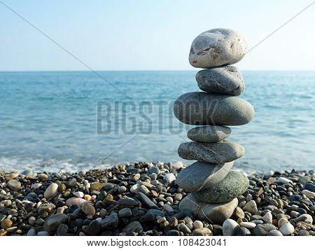 Sea, sun and pebbles