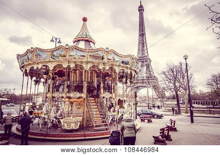 carousel of the Eiffel Tower in Paris