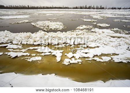 The autumn ice drift on the river Ob.