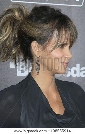 LOS ANGELES - NOV 05:  Halle Berry at the Fallout 4 video game launch  at the downtown on November 05, 2015 in Los Angeles, CA