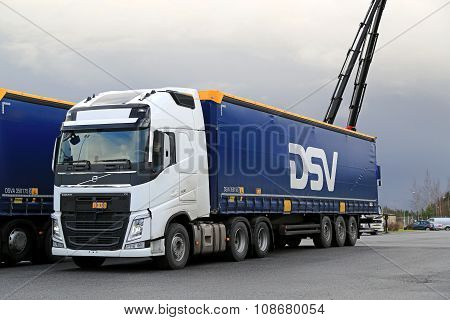 White Volvo FH 500 Semi Truck At Demo Drive
