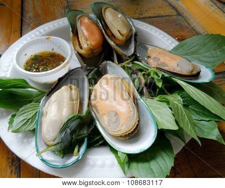 New Zealand mussels baked basil