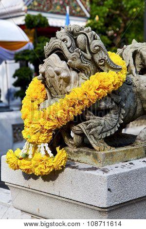 Demon In The Temple Bangkok Asia  Flower  Warrior Monster